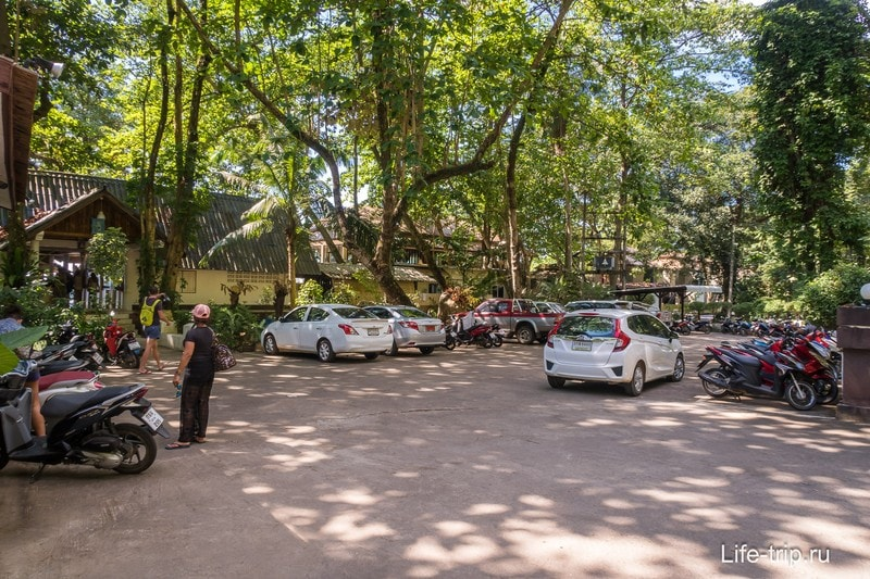 Парковка отеля Siam Beach Resort
