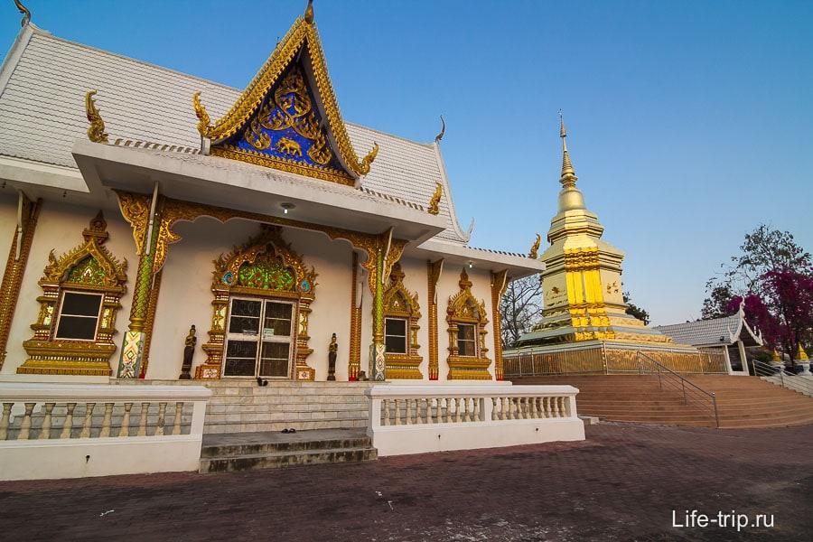 Wat Phra That Chom
