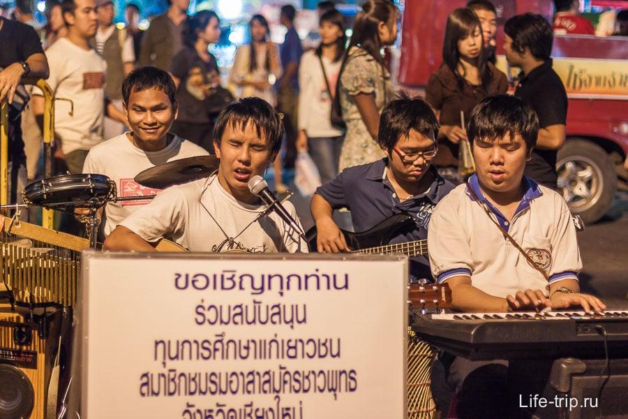 Ребята зарабатывают в Чианг Мае, несмотря на трудности!