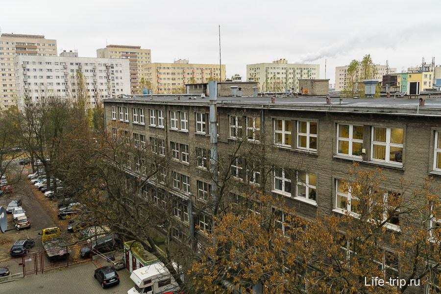 А соседнее здание кусочек мордора