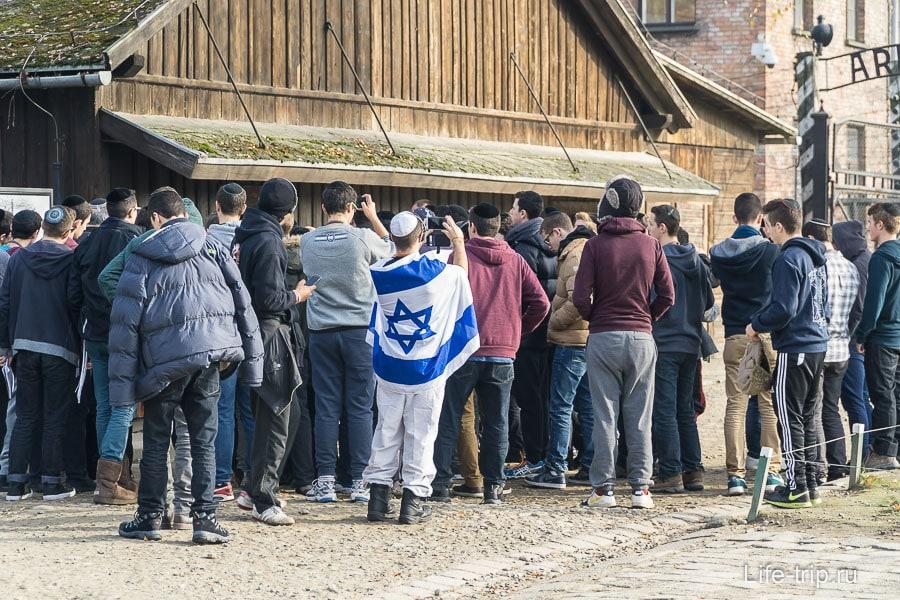Школьники из Израиля на экскурсии в Освенциме. Наших не видел.
