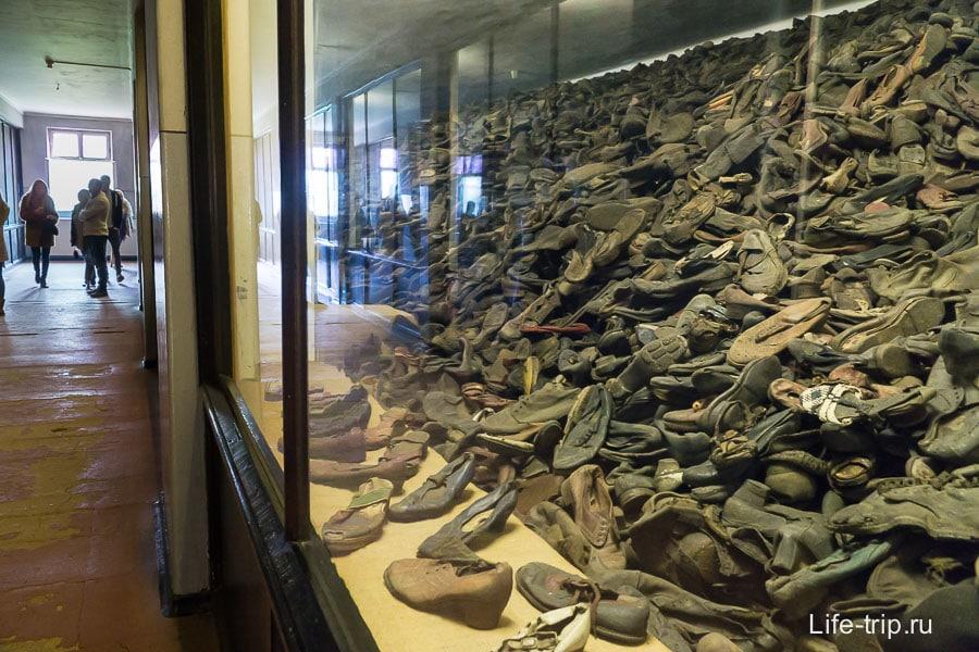 Огромный зал с обувью взрослых