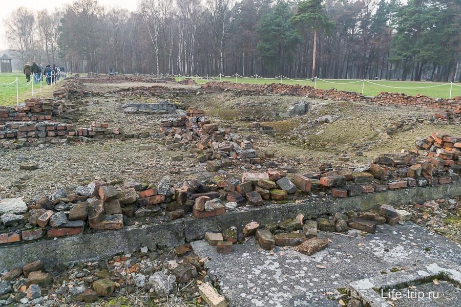 Развалины еще одного крематория в Аушвиц-Биркенау