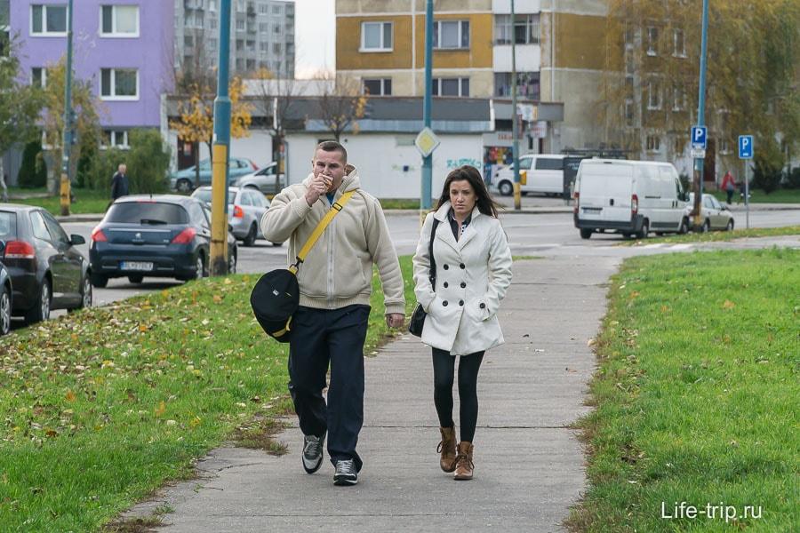 Люди в Братиславе тоже гуляют самые обычные