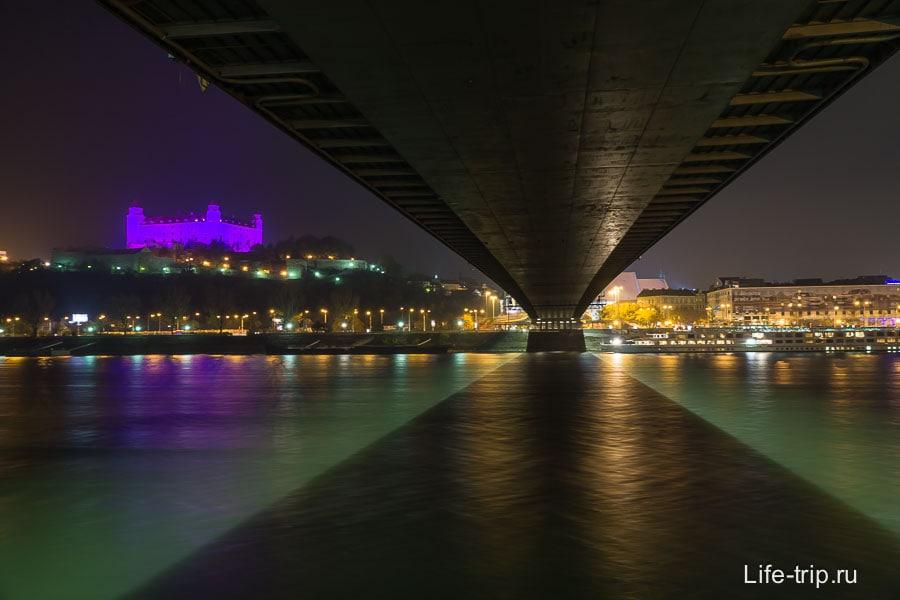 Под мостом СНП не менее интересно, в том числе и ночью
