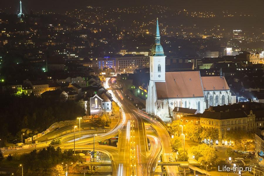 Фото ночной Братиславы сверху