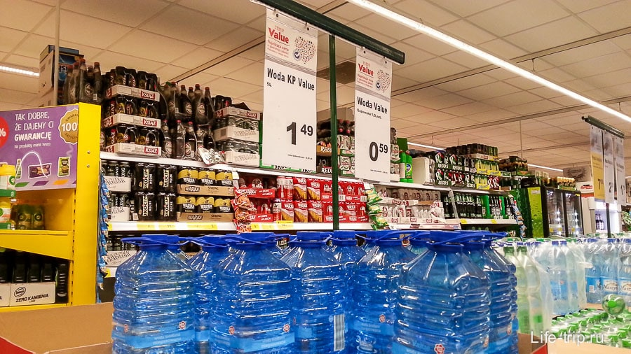 Воду покупали из 5-литровок, очень дешевая вода
