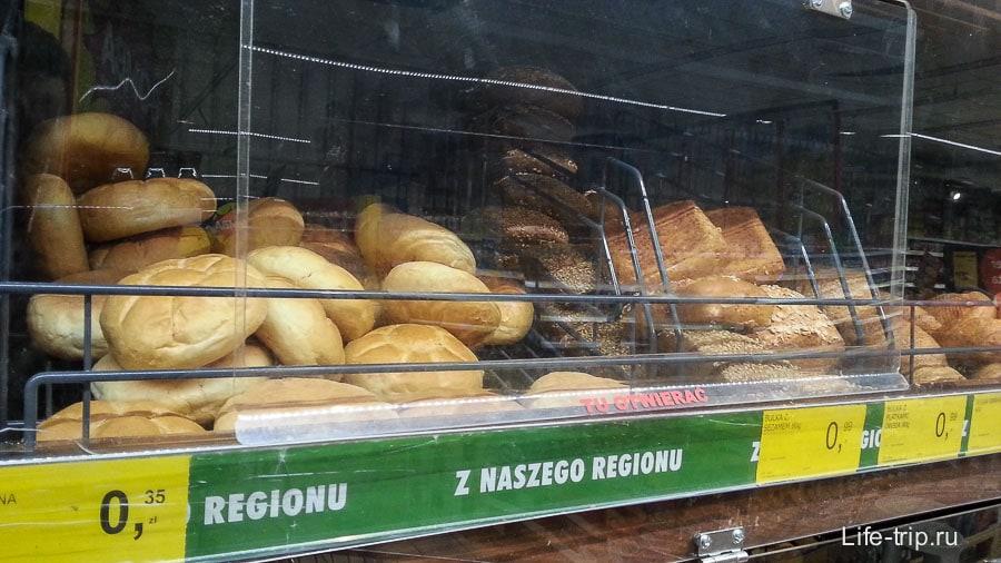 Обычный хлеб также, а булочки копеешные