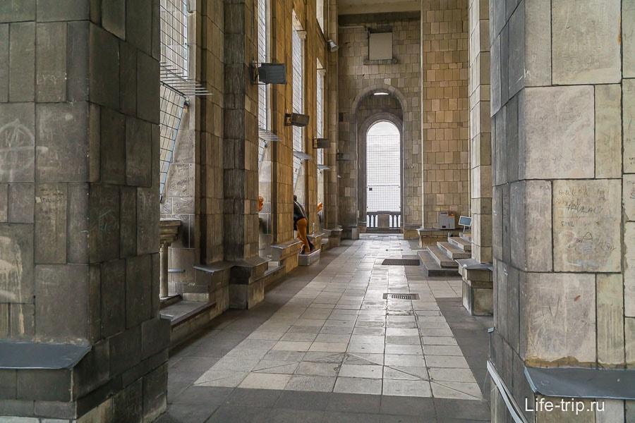 Смотровая площадка - это квадратный коридор