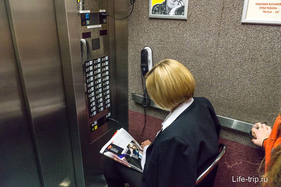 Работа скучная, целый день на лифте туда-сюда