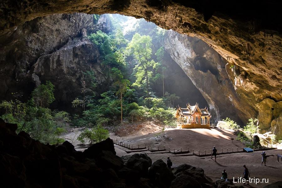 Пещера в национальном парке