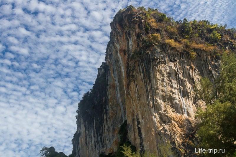Тут вокруг потрясающие скалы