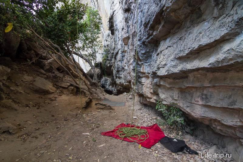 По пути на Тон Сай можно встретить скалолазов