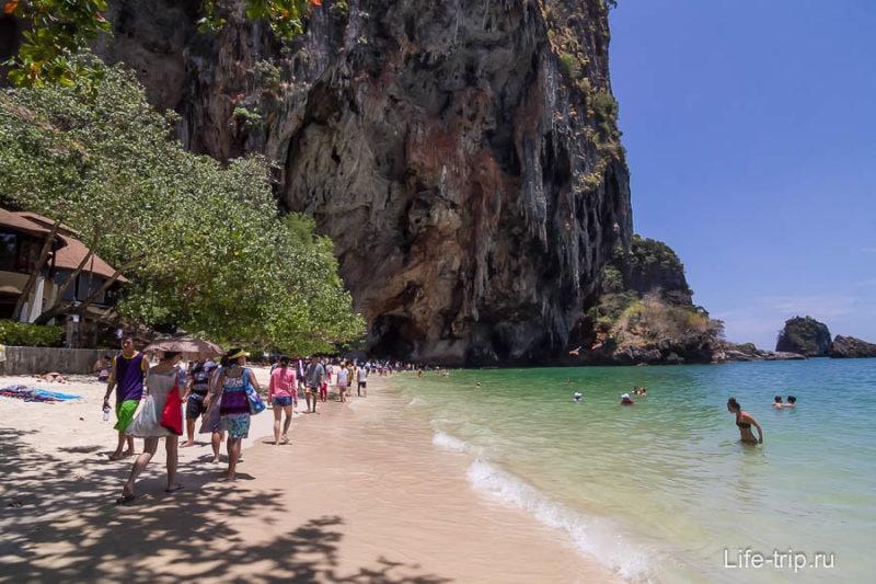 Пляж Прананг впечатляет, как и Западный Рейли