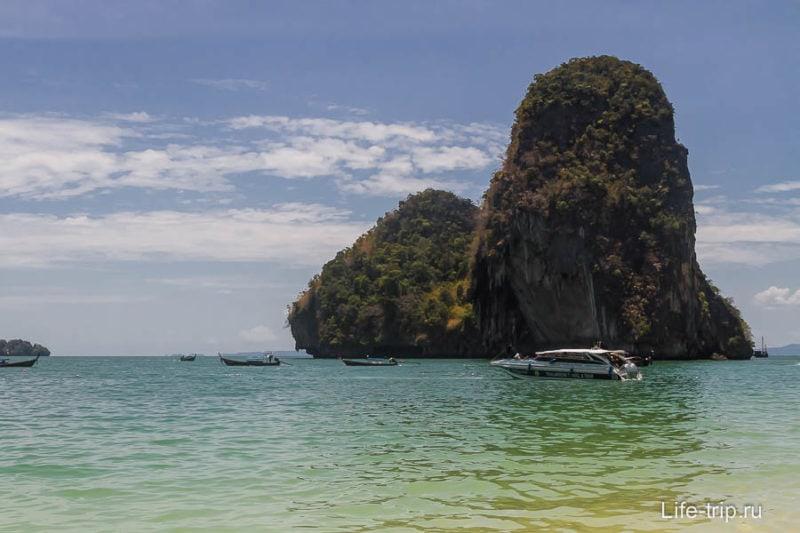 Вид с пляжа Прананг (полуостров Рейли)