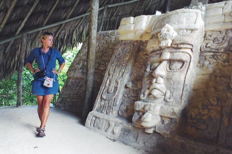 Древние руины майя Кохунлич, Мексика