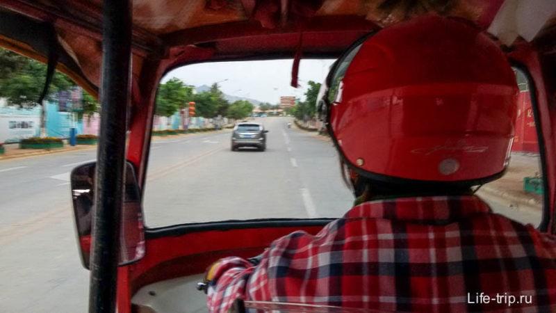 Тук-туки здесь называют рикшами