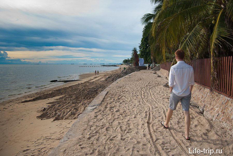 Северный конец пляжа почти пустынный