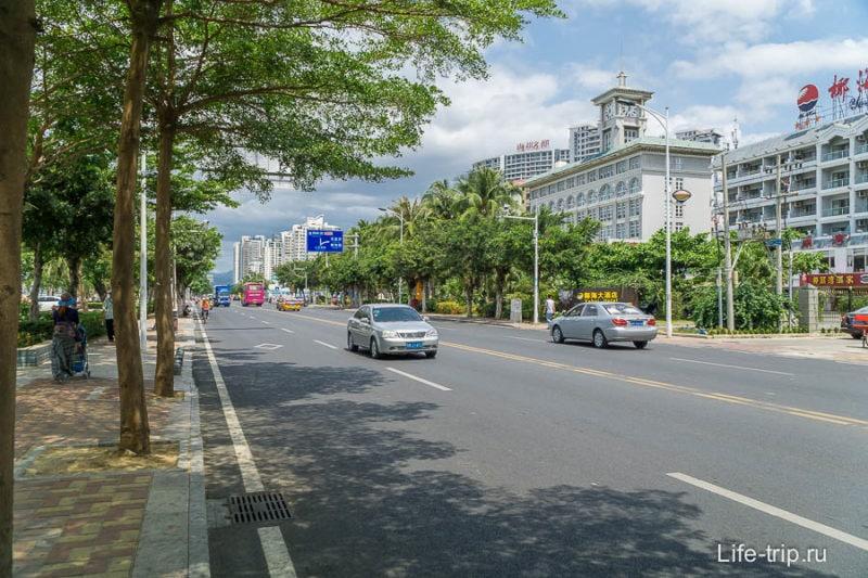 Город Санья - дорого вдоль берега