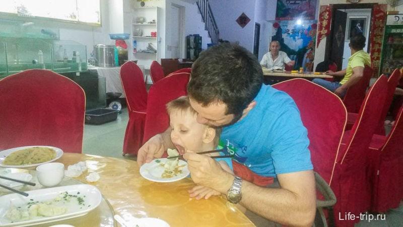Китайская кафешка, кушаем пельмени