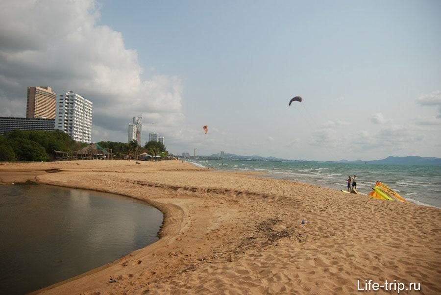 Вид с северного края пляжа