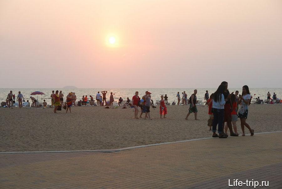 Закат на пляже
