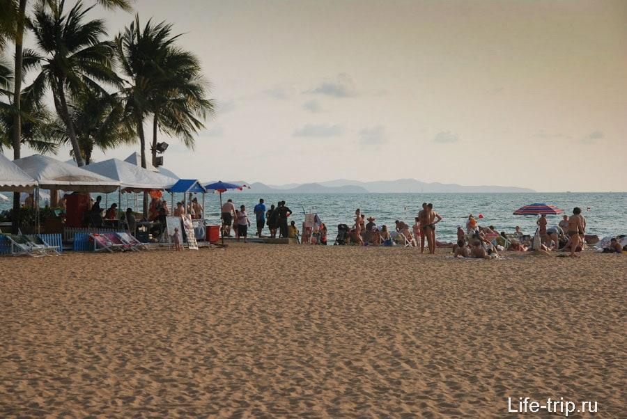 Пляж напротив Амбассадора