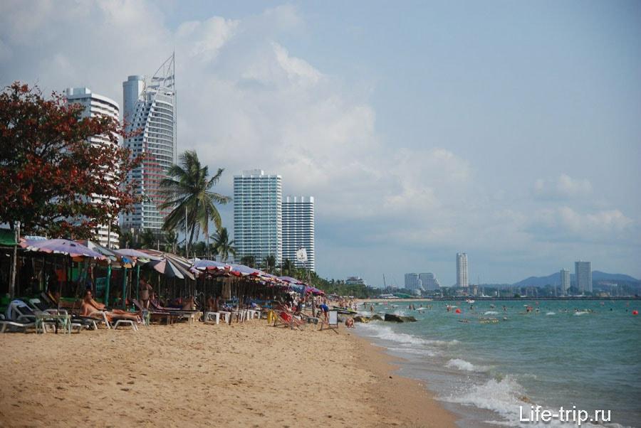 Пляжные кафе с шезлонгами