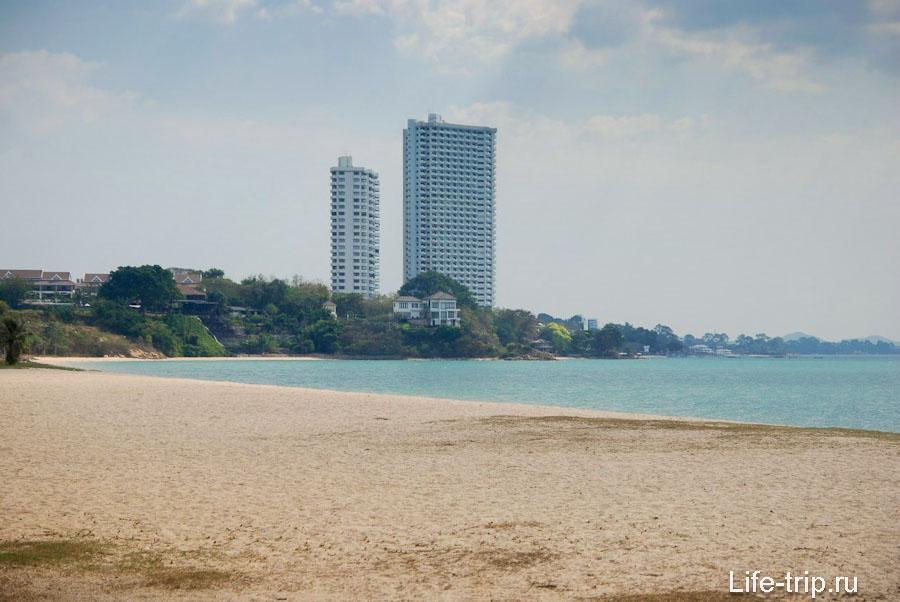 Вид на южную часть пляжа