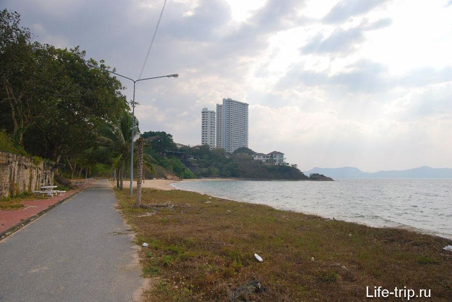 Южная, дальняя часть пляжа
