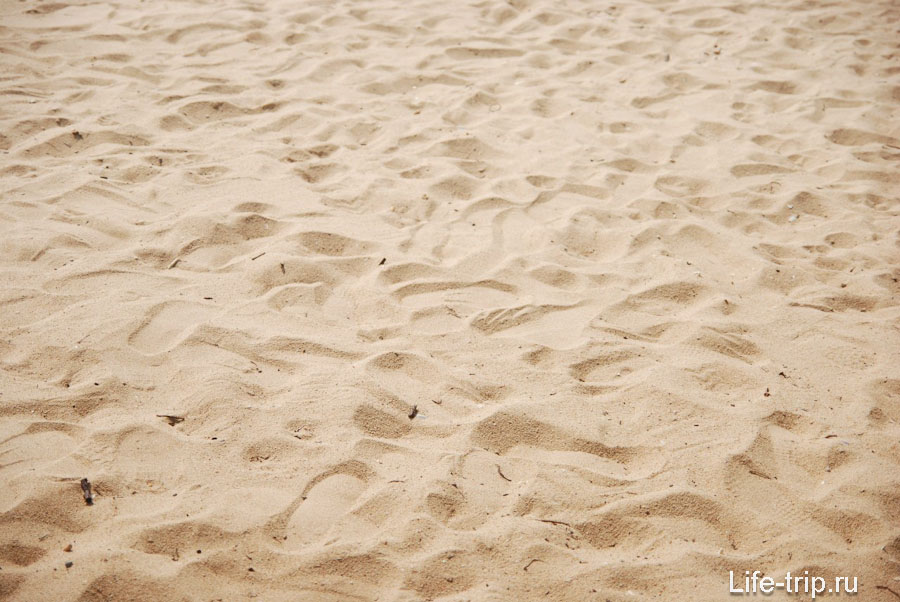 Пляж Бакко Бич (Bacco Beach) - два кафе, казуарины и кайтеры