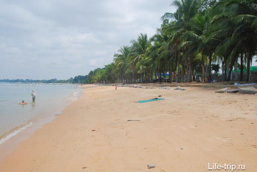 Пляж непосредственно в деревне Банг Сарай