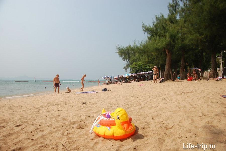 Участок пляжа без тени