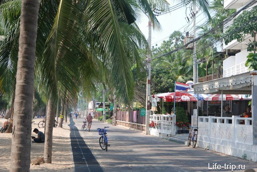Пешеходная зона вдоль пляжа