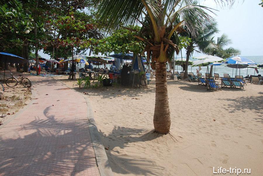 Дорожка вдоль пляжа