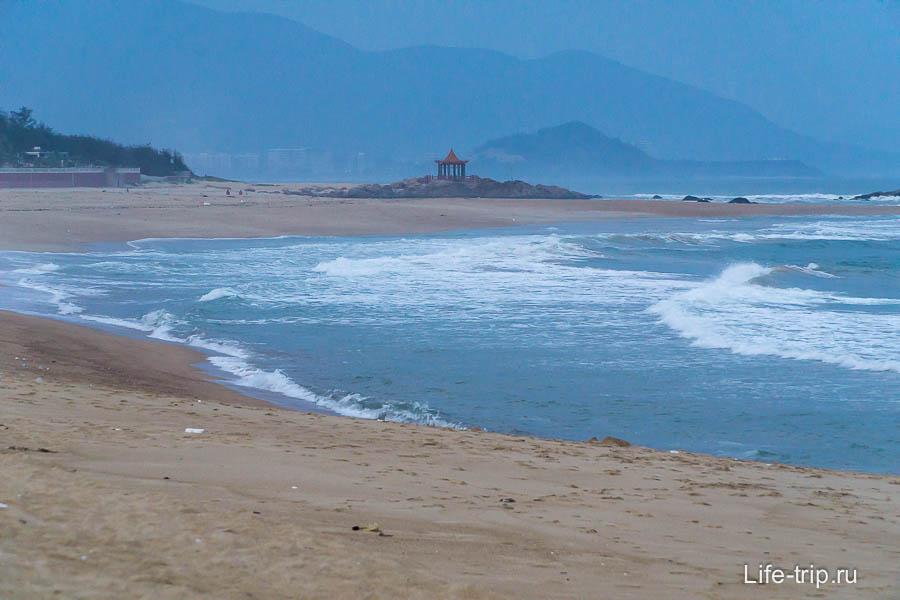 Очень атмосферное место, горы, ветер, китайская беседка