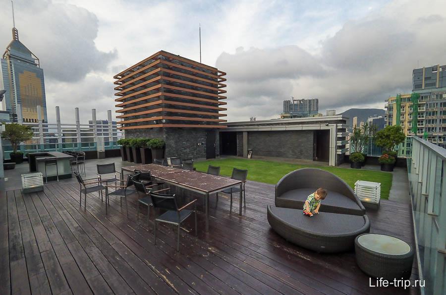 На 44 этаже есть площадка на крыше