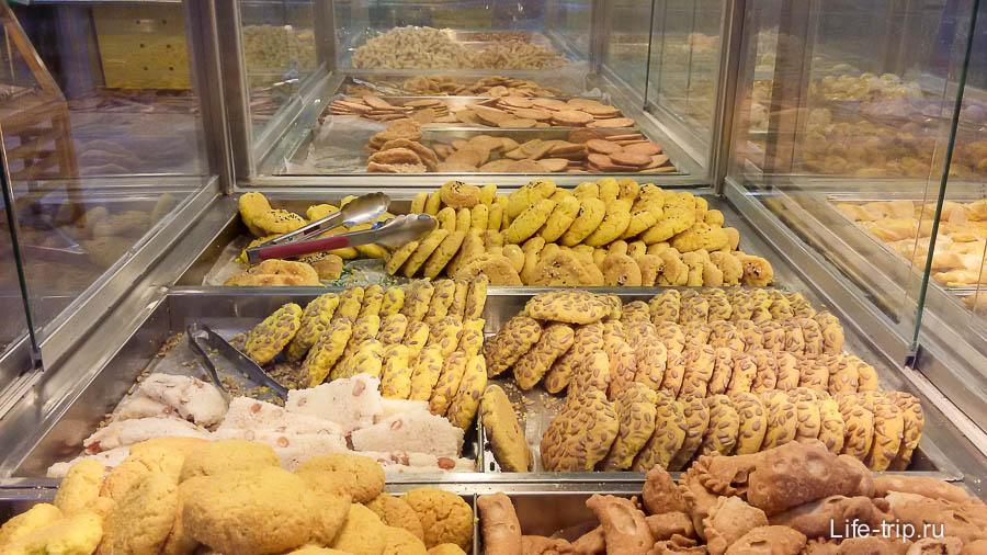 Цену на печенье не знаю, но на вкус так себе