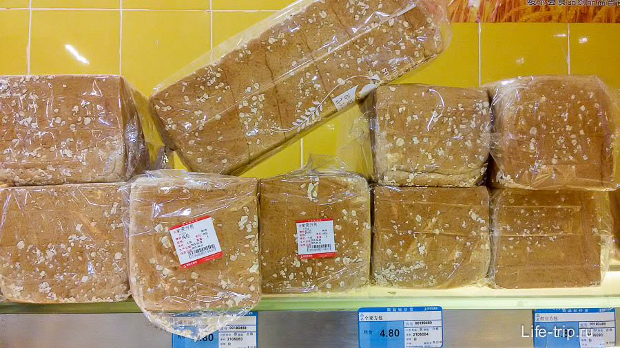 Хлеб весовой, за целую буханку 14.4 юаня