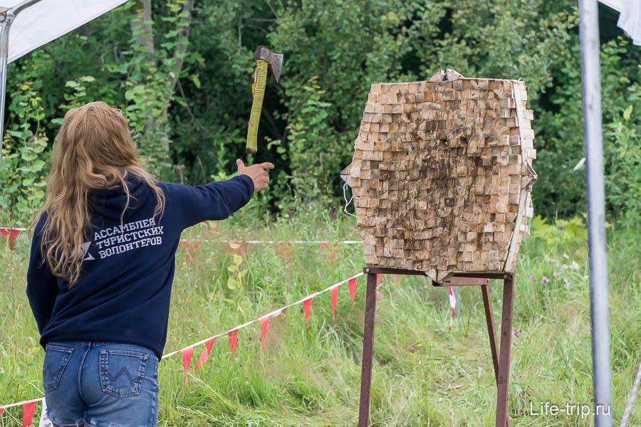 Настоящая женщина должна и топор уметь метать
