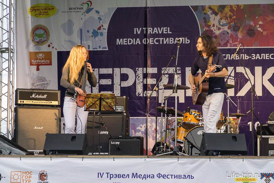 Выступление наших друзей на фестивале
