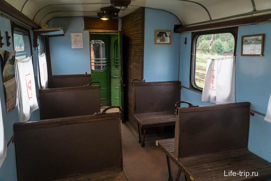 Внутри пассажирского вагона (ныне лавка сувениров)