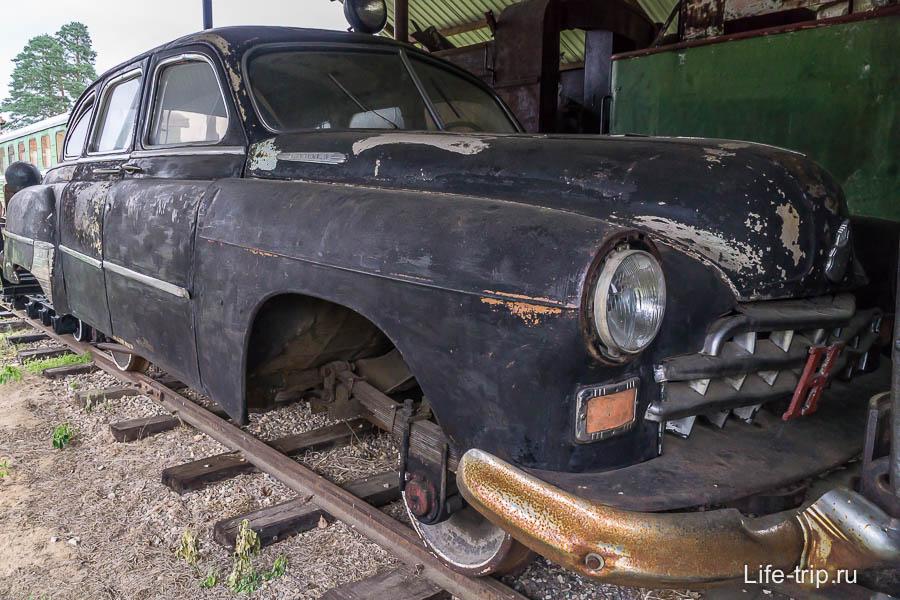 Автомобиль ЗИМ на железнодорожном ходу