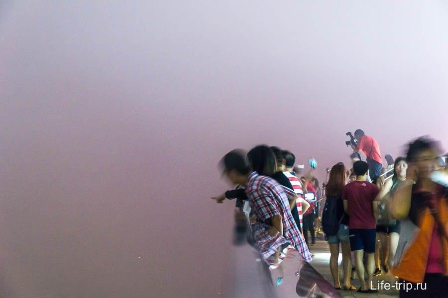 Сиреневый туман и попытки рассмотреть Гонконг
