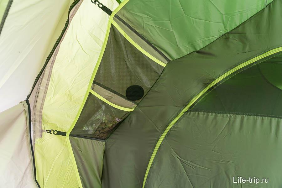 На каждой палатке 4 кармана снаружи, и 2 внутри