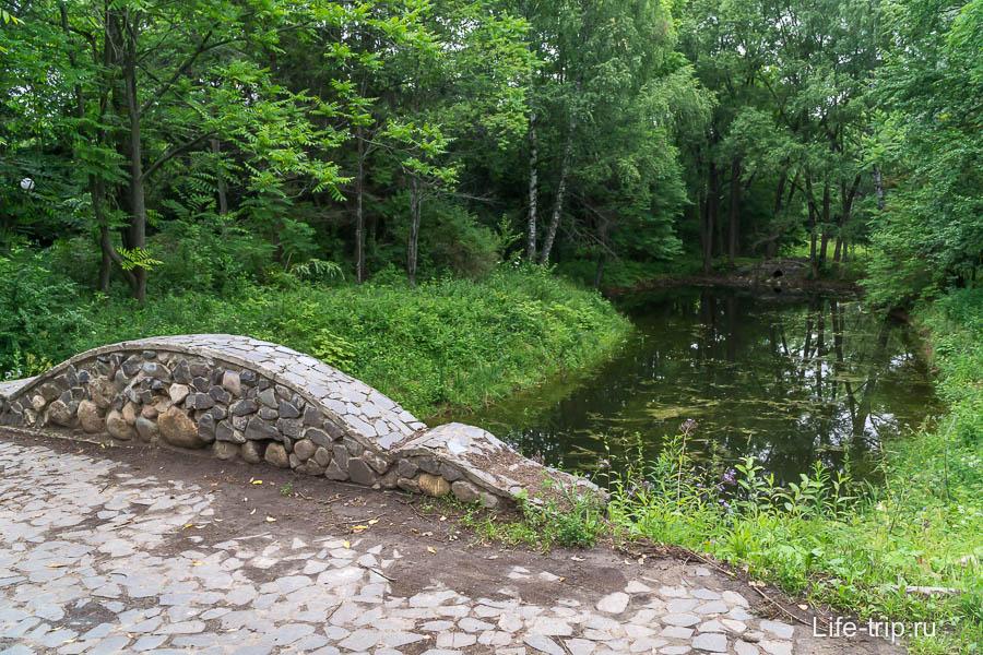 Мостик через каскад прудов