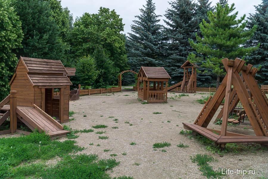 Великолепная детская площадка - очень большая