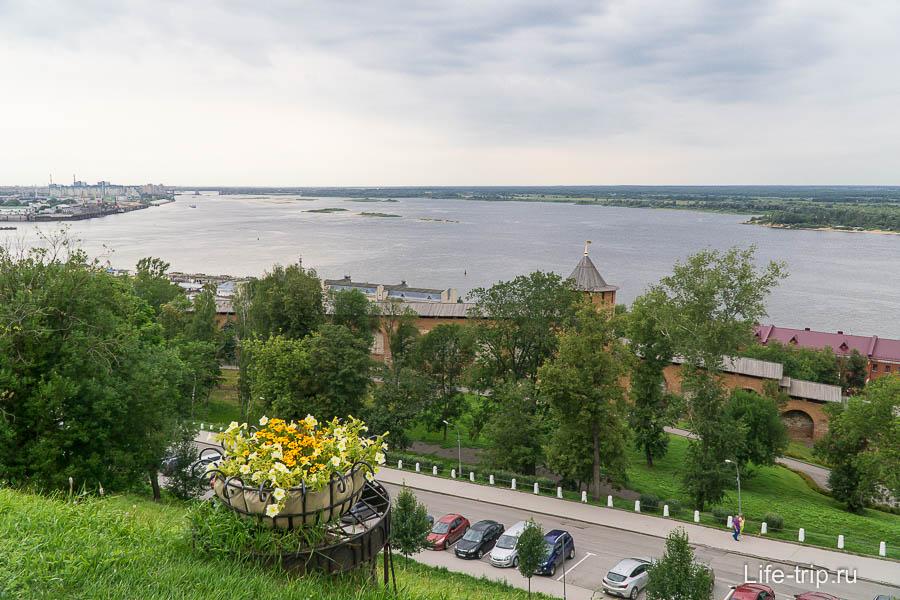 Вид со смотровой внутри Нижегородского Кремля