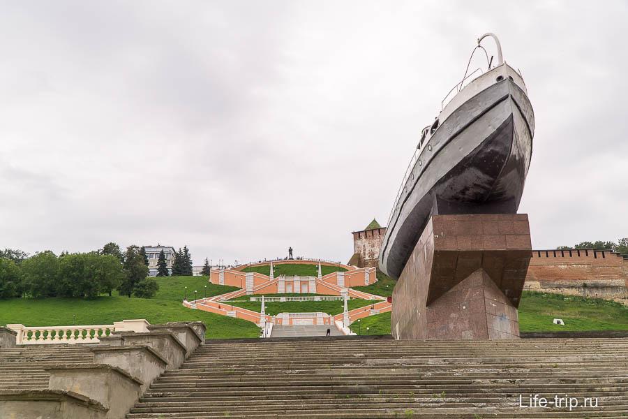 Чкаловская лестница и катер-герой
