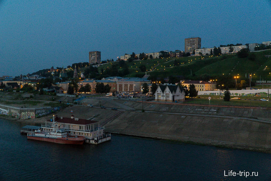 Вечерний вид на верхнюю часть города